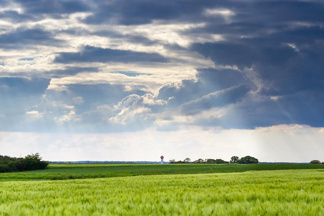 A-travers-les-nuages_by_sylphire