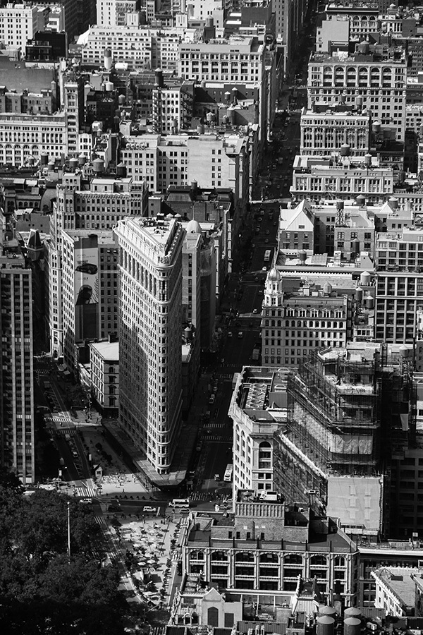 Flatiron-Building-and-the-5th-Avenue_by_sylphire