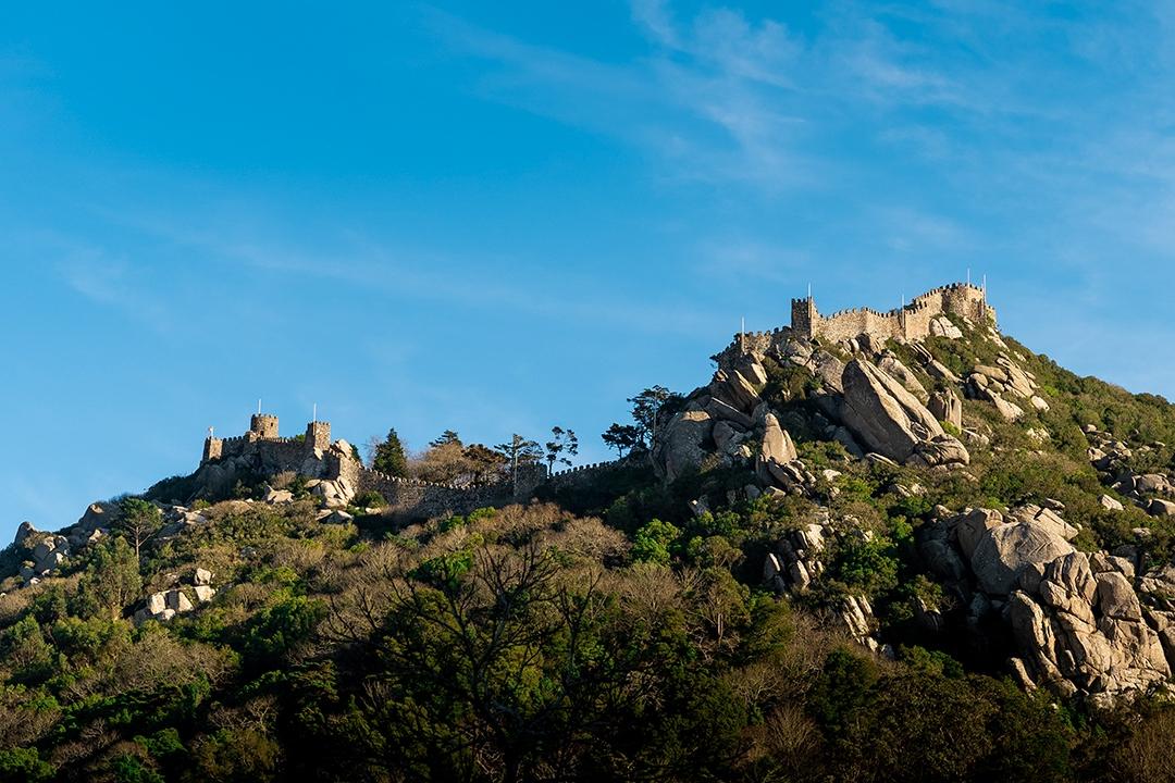 Le-chateau-en-haut-de-la-colline_by_sylphire