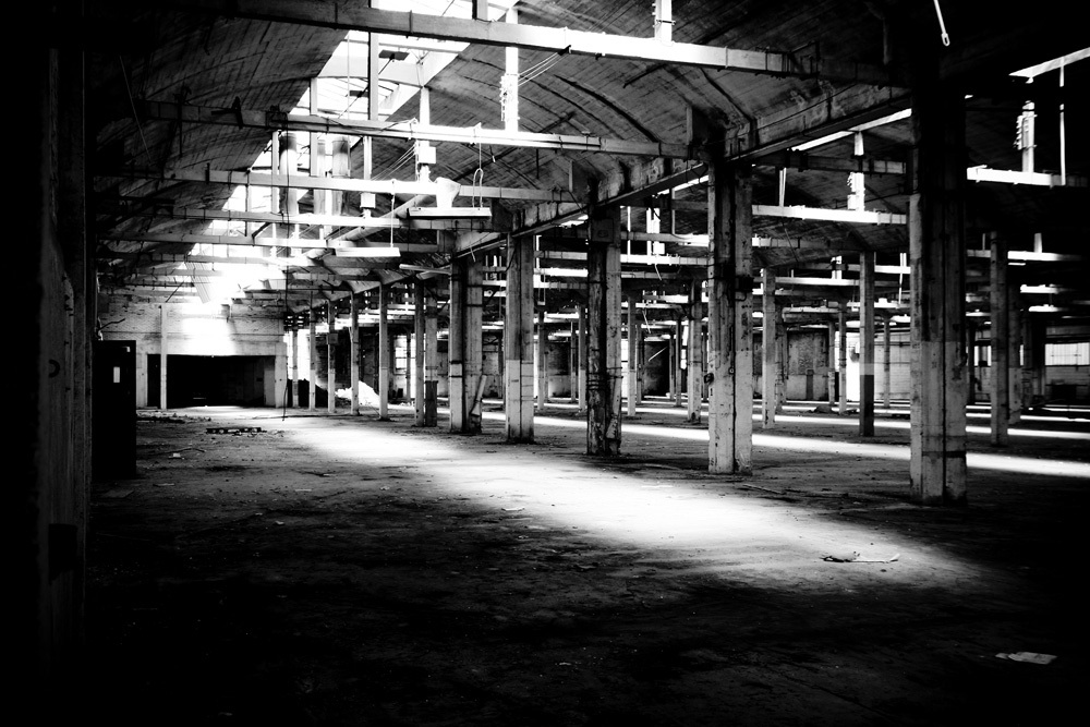 Obscure-Warehouse_by_sylphire